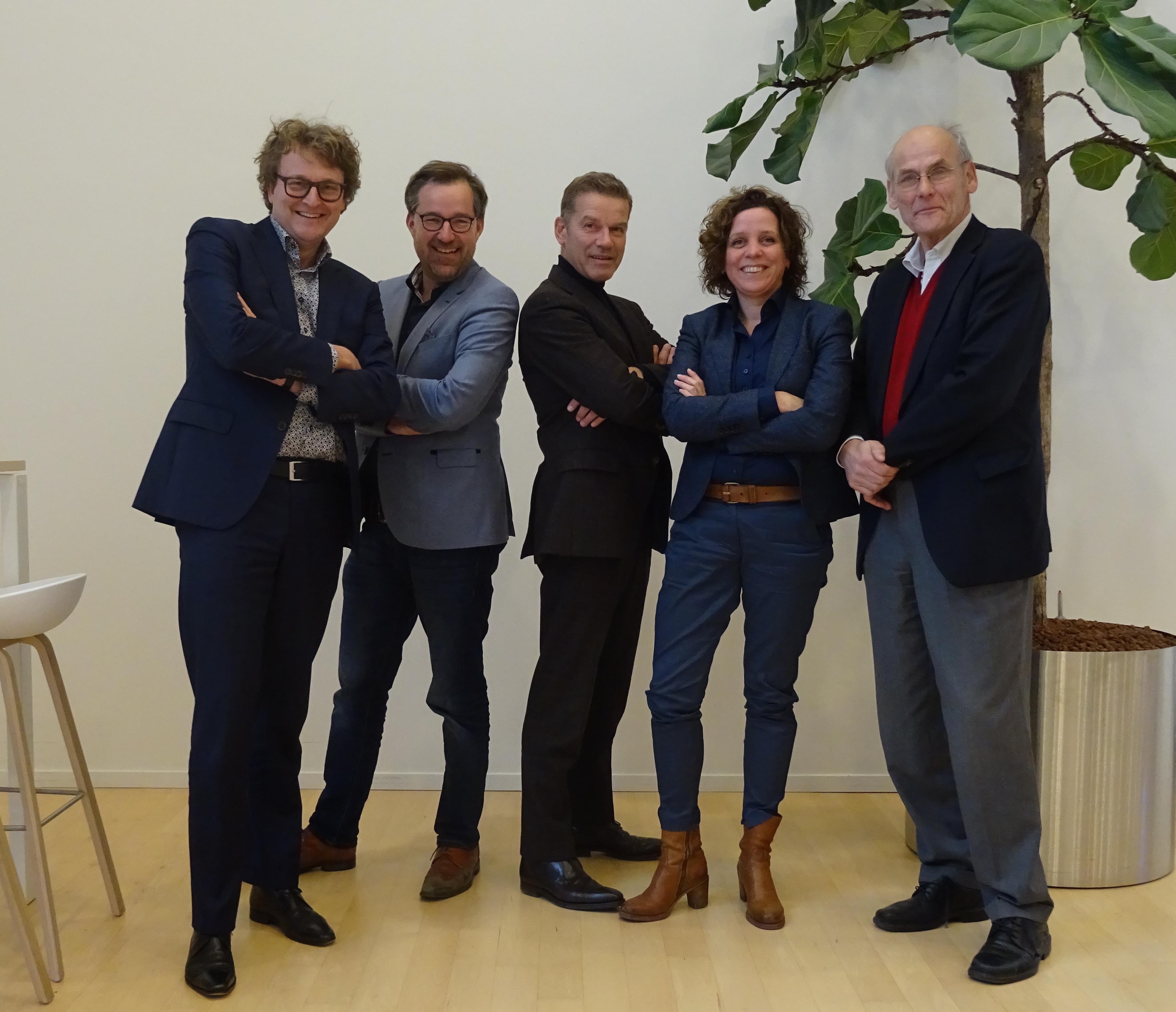 v.l.n.r.: Patrick Timmermans, Karel Loeff, Cees van 't Veen, Janneke Bierman, James van Lidth de Jeude. Niet op de foto: Arnoud Odding